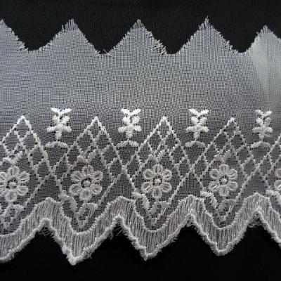 Bordure mousseline brodee cretes blanche 2