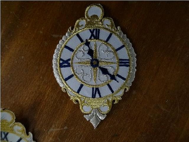 Broderie a coller horloge 01