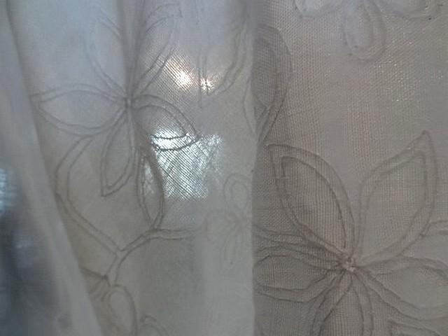 Coton blanc fin brode de fleurs 4