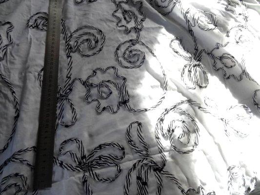 Coton fin blanc surbrodés laser réglisse-menthe 01