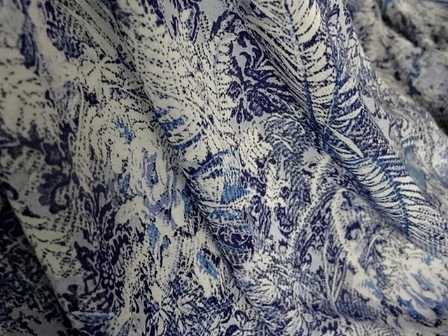 Coton viscose motif papillon bleu blanc 3