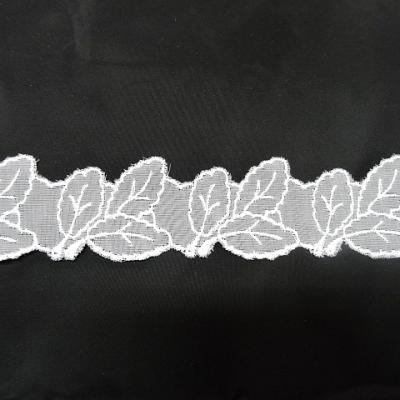 Dentelle mousseline brodee champetre blanche 3