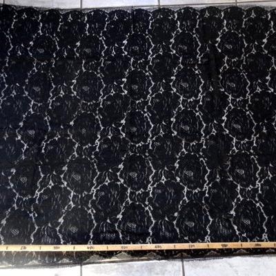 Guipure noire laine 01