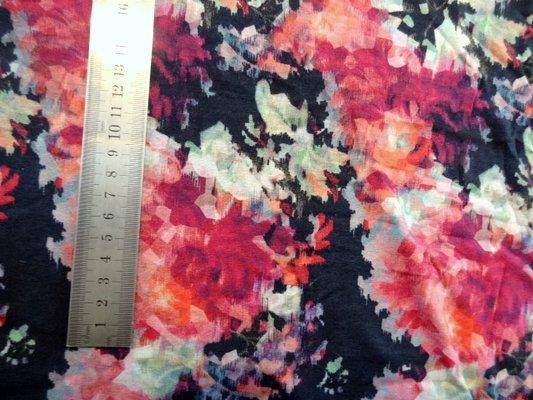 Jersey viscose fleurs a facettes 02