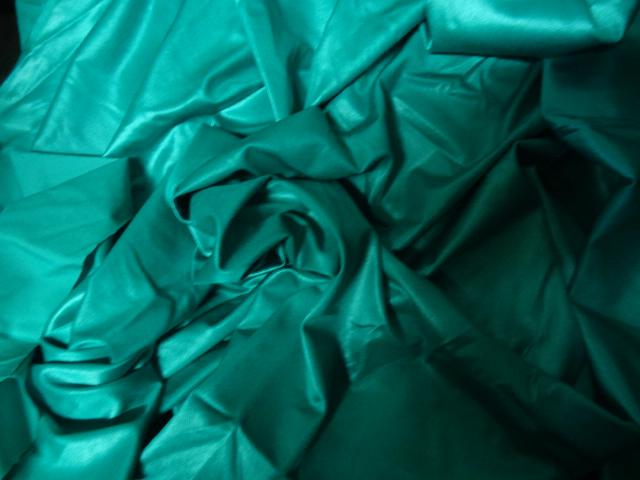 Lycra satine vert malachite 1