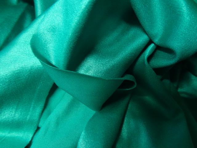 Lycra satine vert malachite 3