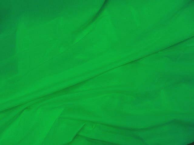 Lycra satine vert perroquet 2
