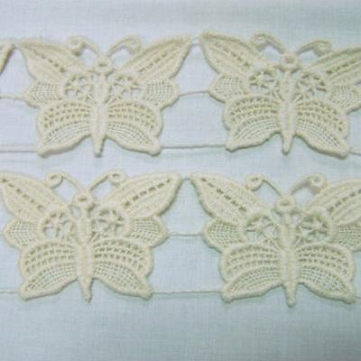 Macrame ecru motif papillon 3