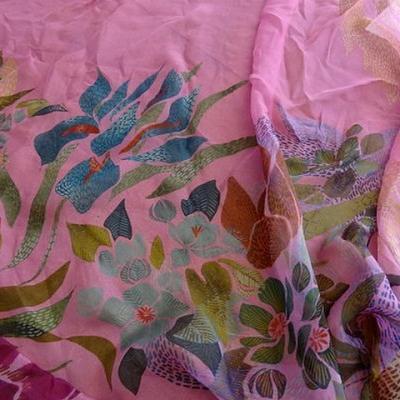 Mousseline de soie rose fleurs naives 01 1