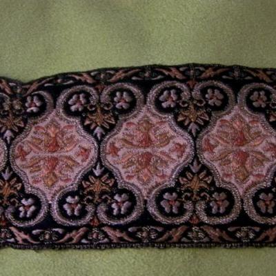 Passementerie soie noire fils vieil or 1