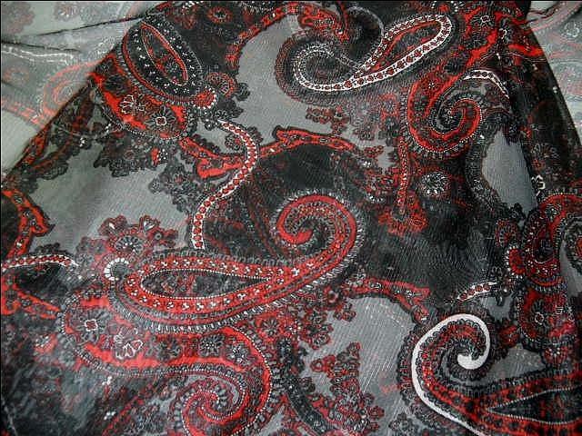 Resille gris noir rouge cachemire 1