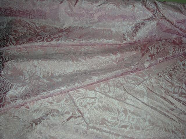Satin de soie rose poudre applications velours ras 1
