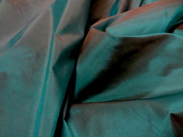Taffetas de soie chatain vert paon changeant 3