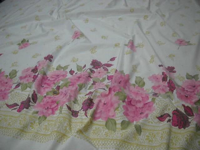 Bengaline lycra blanche embase fleurie rose 2