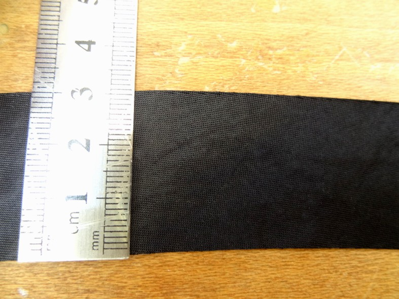 Biais satin noir a plat 30 mm 2