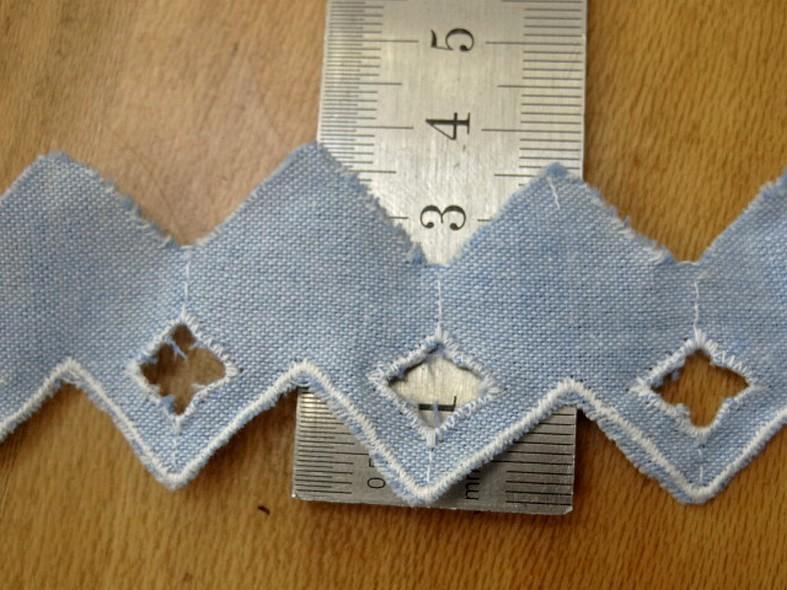Bordure a coudre bleu chambray brode zig zag 2