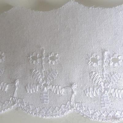 Bordure coton blanc brodée comptine 3