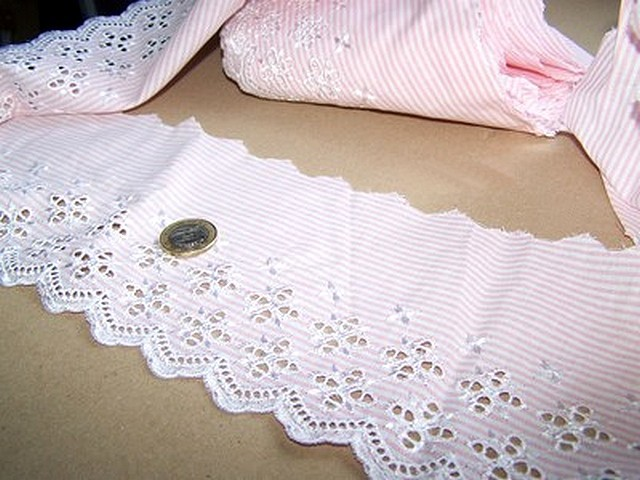 Bordure ingenue coton fines rayures blanc rose broderie anglaise 2