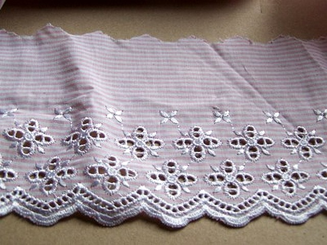 Bordure ingenue coton fines rayures blanc rose broderie anglaise 3