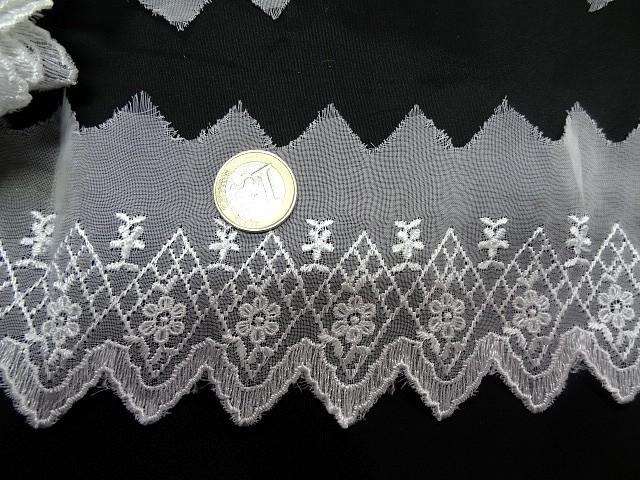 Bordure mousseline brodee cretes blanche 3