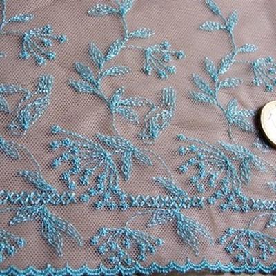 Bordure resille beige brodee fleurs de cigue bleu clair 2