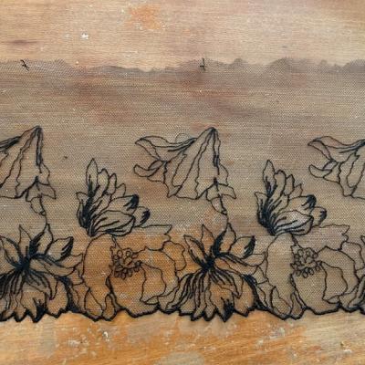 Bordure resille brodee noire petunia