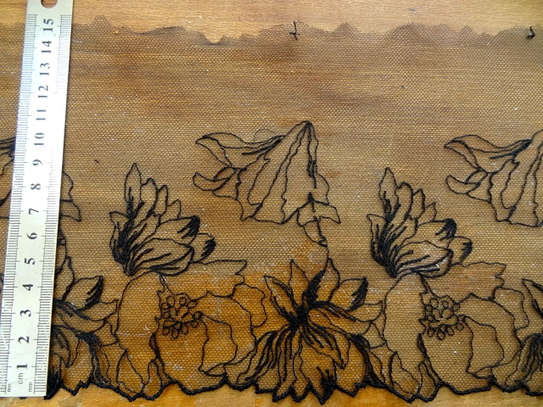 Bordure resille brodee noire petunia 1