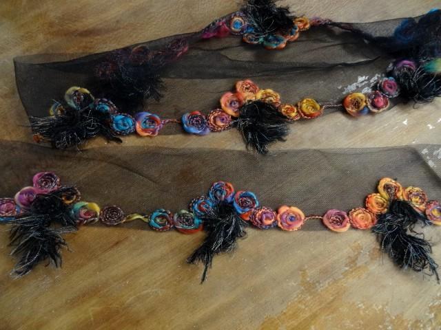 Bordure sofia resille noire et laine feutree coloree 5