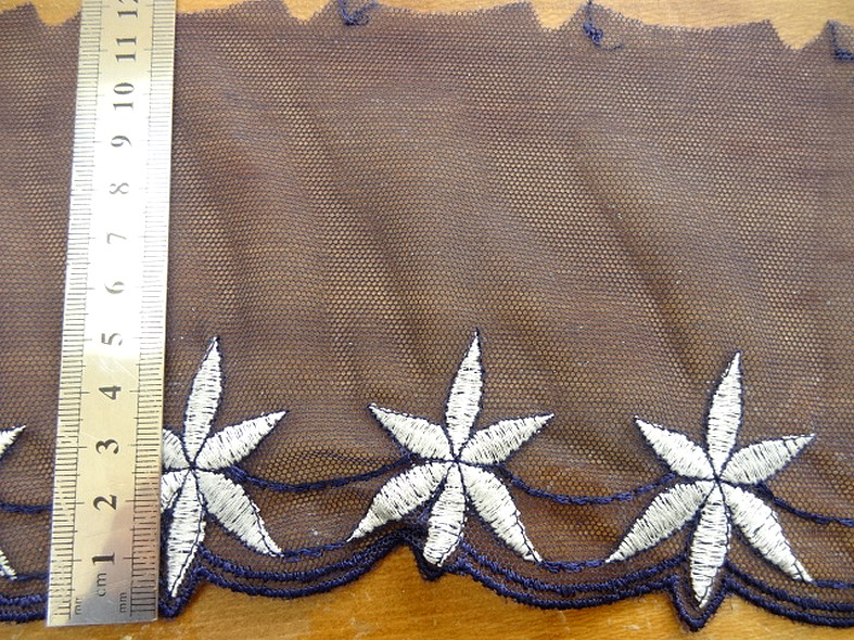Bordure stella resille dentelle bleu marine brodee blanche 2