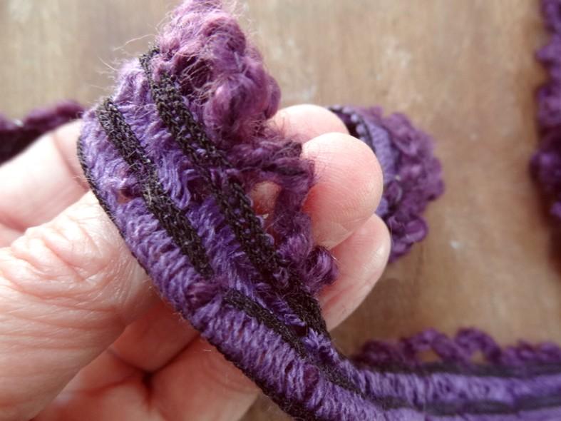Boucle laine amethyste sur elastique 2