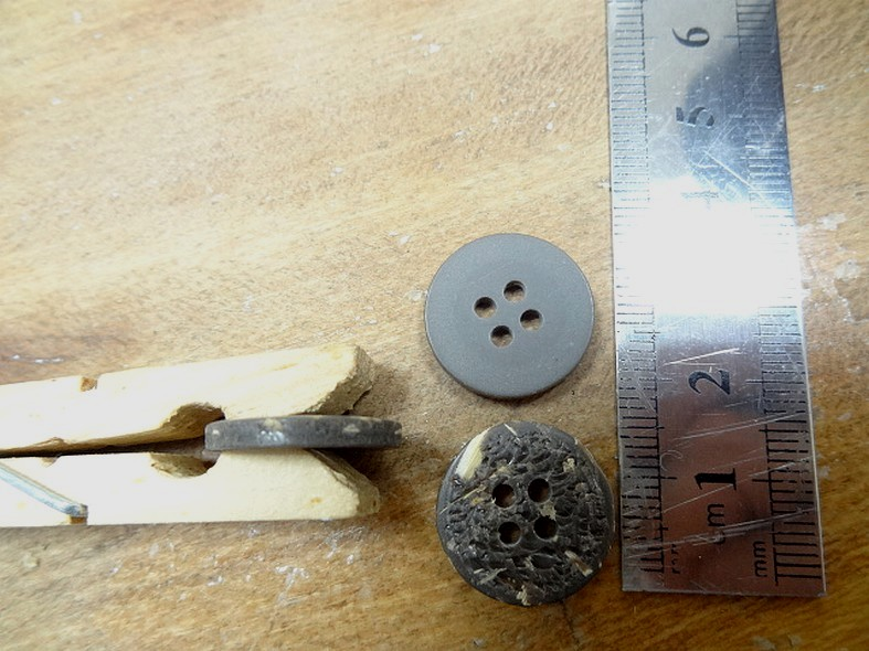 Bouton aspect ecorce 18 mm 4 trous