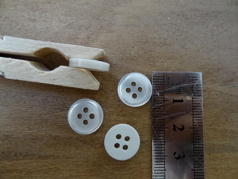 Bouton blanc nacre bord plat 12 mm