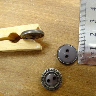 Bouton chloe gris cercle argent 14 mm