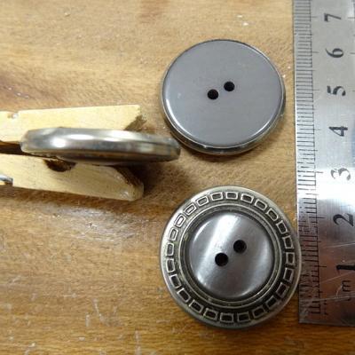 Bouton chloe gris cercle argent 28 mm
