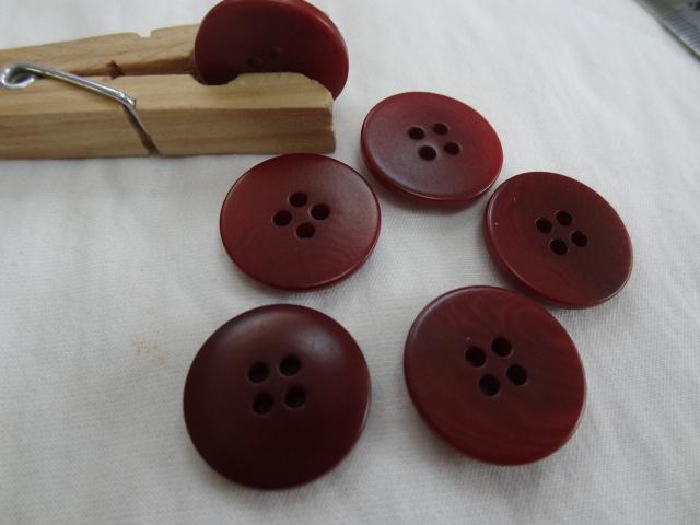 Bouton corozo rouge sang moire 20 mm 1