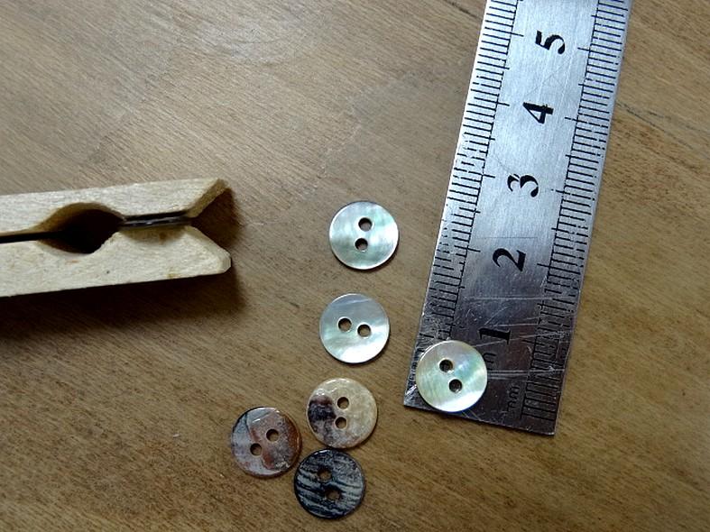 Bouton ivoire en nacre emaillee 9 mm