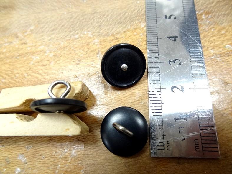 Bouton noir a queue clou metal 15 mm