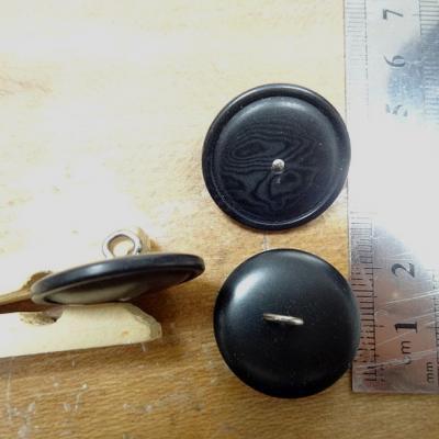 Bouton noir a queue clou metal 20 mm
