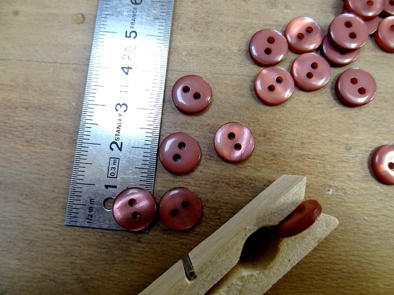 Bouton pastille 2 trous rose indien 10 mm