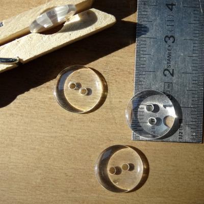 Bouton pastille 2 trous translucide 14 mm
