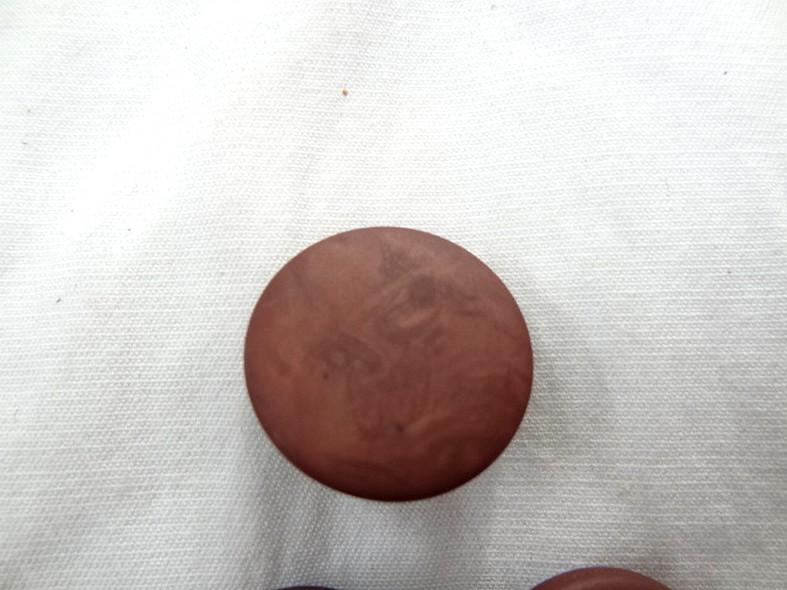 Bouton pastille plate a queue terre de sienne brulee moire 3