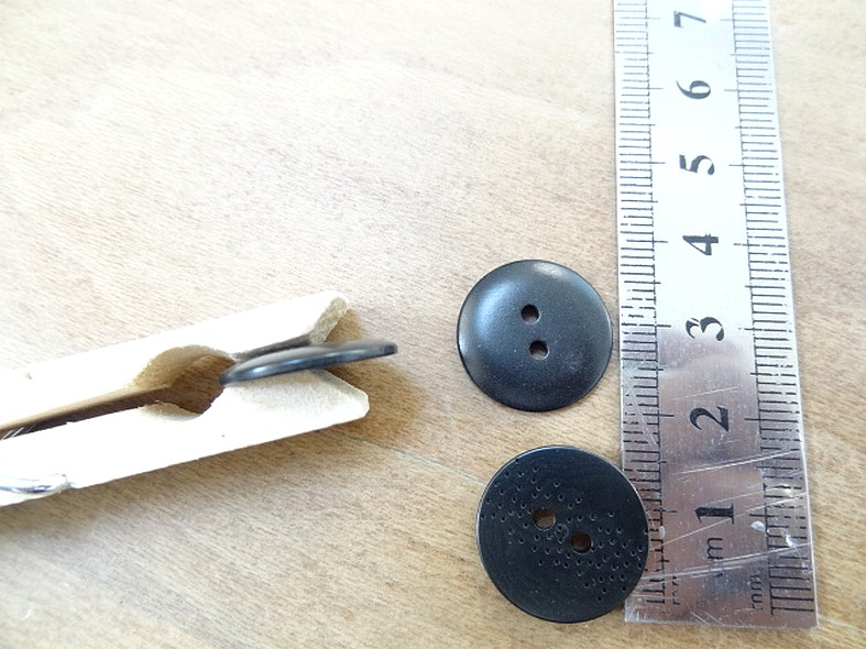 Bouton petillant plat noir mat 18 mm