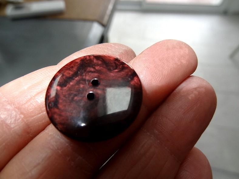 Bouton plat teinte rouge bourgogne brillant marbre 2