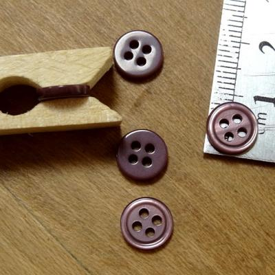 Bouton prune 4 trous bord bourrelet 9 mm