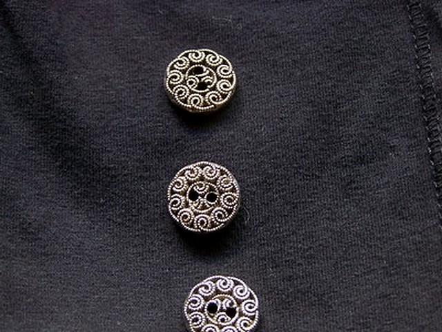 Bouton vieil argent motif fleur 1