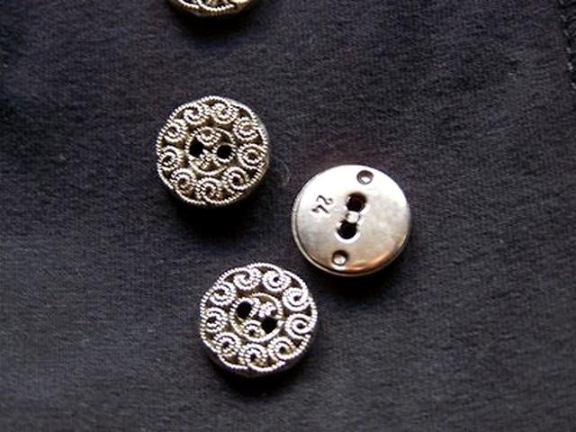 Bouton vieil argent motif fleur 2