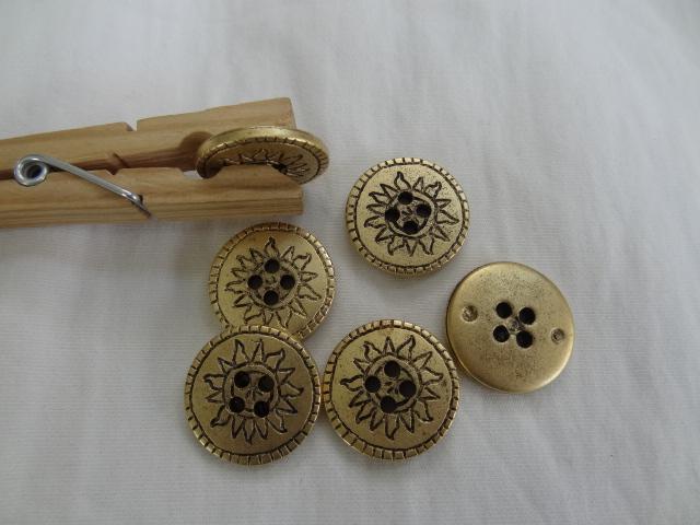 Bouton vieil or motif soleil 22 mm 1