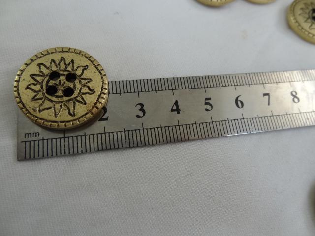 Bouton vieil or motif soleil 22 mm 2