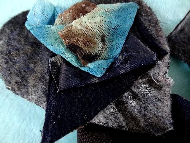 Broche a coudre laine et resille tons gris bleu 3