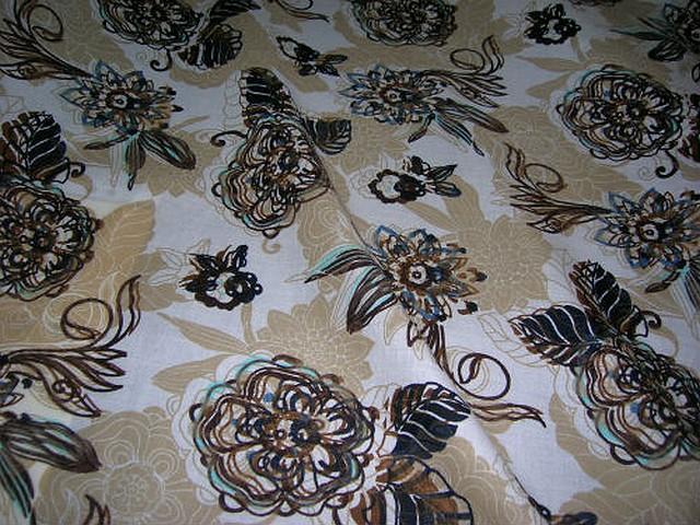 Coton blanc beige motif fleurs tamponnees 1